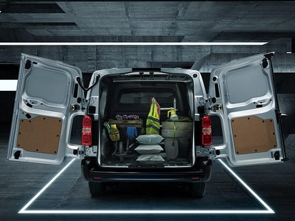 Nueva-Peugeot-Expert-6-plazas-puertas-jardineria