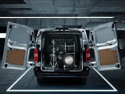 Nueva-Peugeot-Expert-6-plazas-puertas-luces